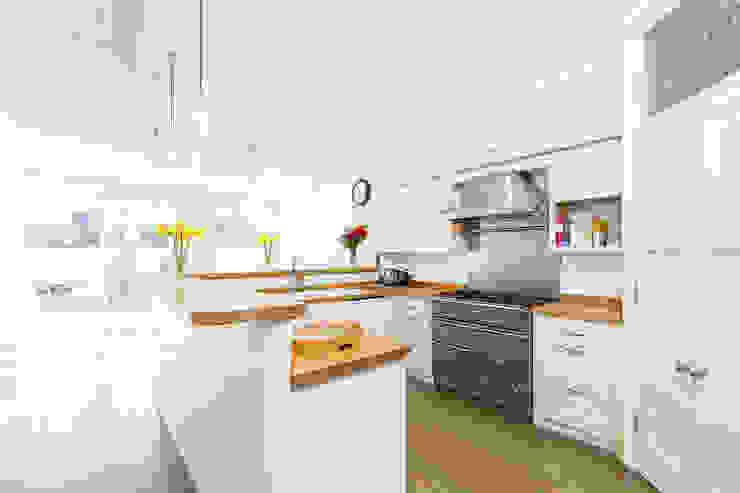 The Heathland Kitchen Cocinas de estilo escandinavo de NAKED Kitchens Escandinavo