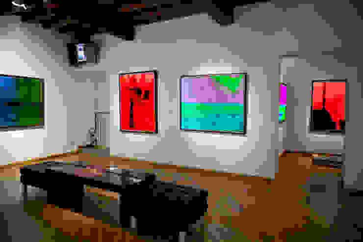 Salas de estar modernas por Mondoloni Moderno