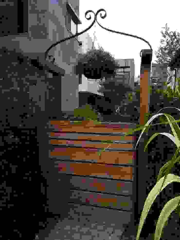 고향이 되어주는 정원 클래식스타일 정원 by 푸르네 클래식