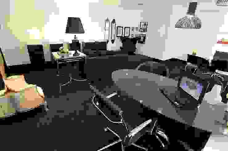 Sala de Atendimento + Lounge Espaços comerciais clássicos por Piloni Arquitetura Clássico
