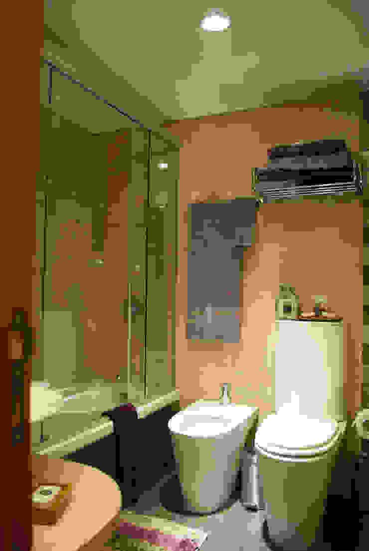Baño principal Diseñadora Lucia Casanova Baños de estilo ecléctico