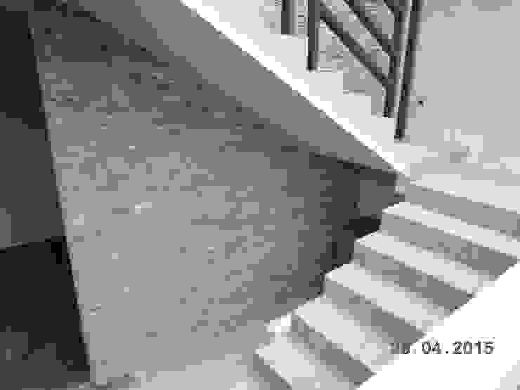 Casa Habitación, Bosque Real, Huixquilucan Estado de México Pasillos, vestíbulos y escaleras modernos de L+arq Architecture Design Studio Moderno