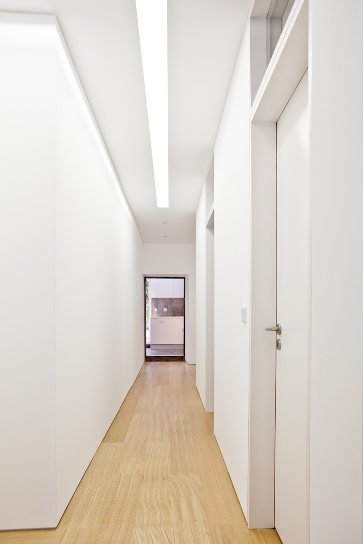 Apartamento no Restelo Corredores, halls e escadas modernos por phdd arquitectos Moderno