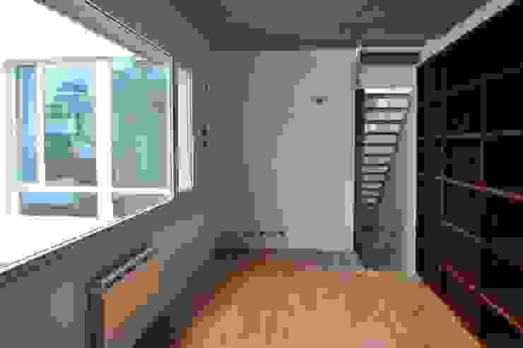 VOYF Dormitorios modernos: Ideas, imágenes y decoración de RUKA Moderno