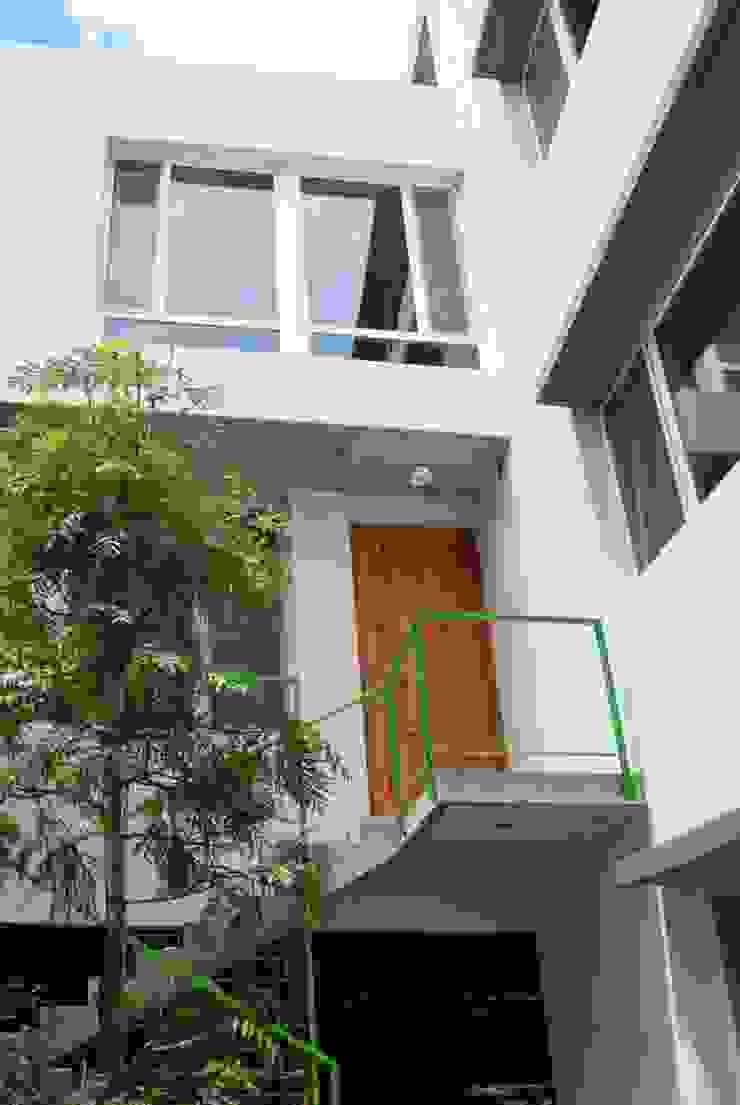 VOYF Casas modernas: Ideas, imágenes y decoración de RUKA Moderno