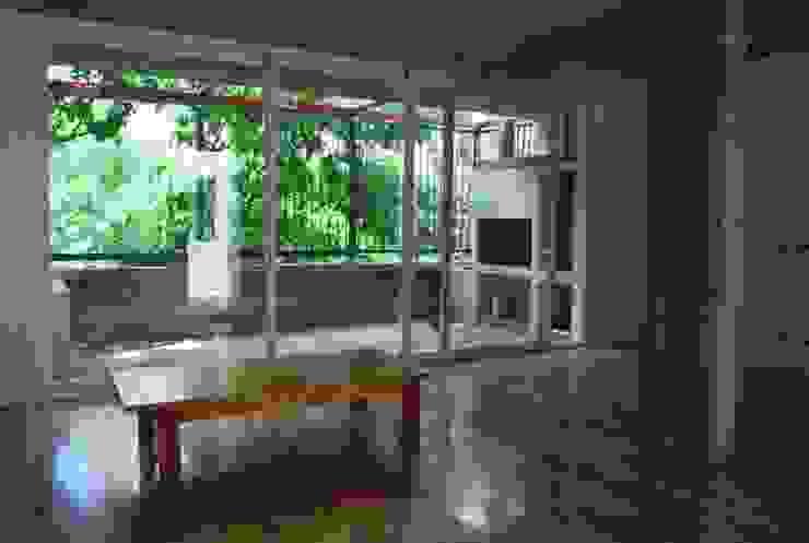 VOYF Livings modernos: Ideas, imágenes y decoración de RUKA Moderno