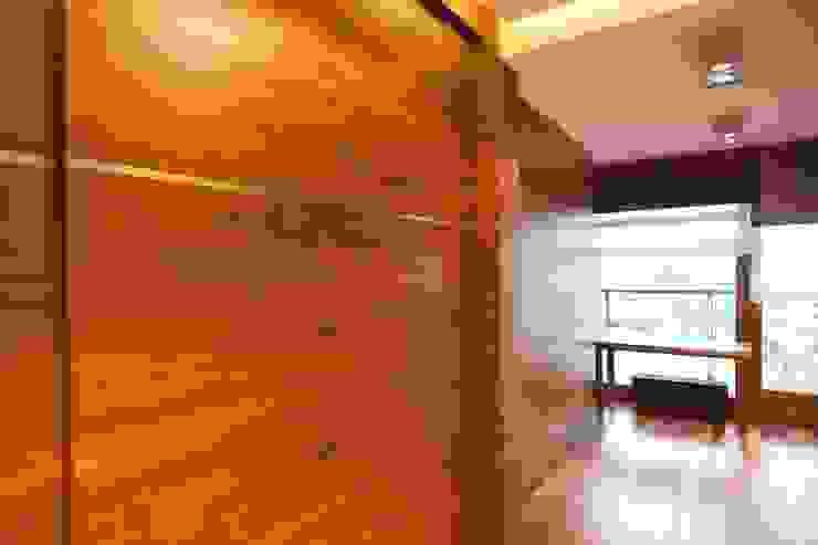 19 Dzielnica Nowoczesny salon od FusionDesign Nowoczesny Drewno O efekcie drewna