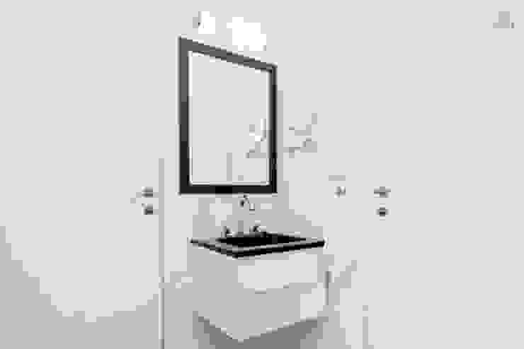 Larrea Apartamento Baños modernos de Ballesteros | Arquitectos Moderno