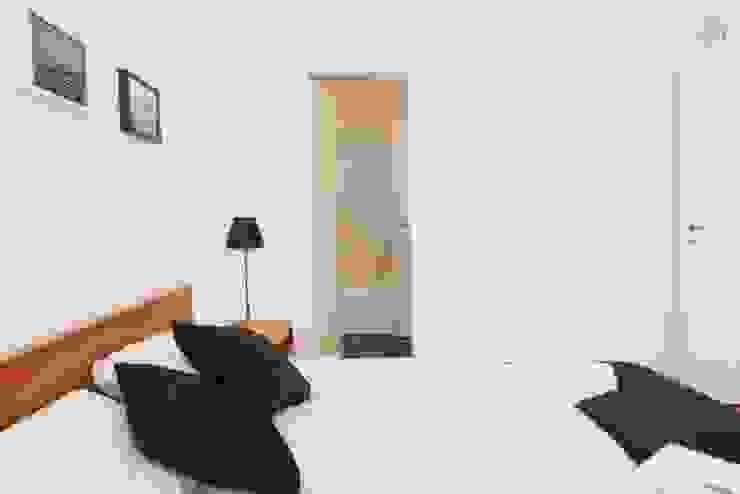 Larrea Apartamento Dormitorios modernos: Ideas, imágenes y decoración de Ballesteros | Arquitectos Moderno