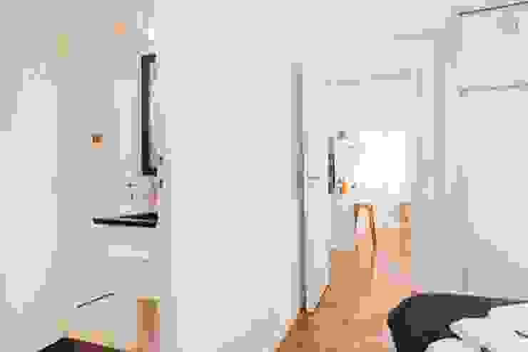 Larrea Apartamento Dormitorios modernos: Ideas, imágenes y decoración de Ballesteros   Arquitectos Moderno
