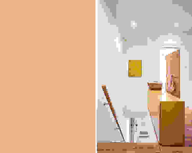 Objekt 223 / meier architekten meier architekten zürich Rustikaler Flur, Diele & Treppenhaus Holz
