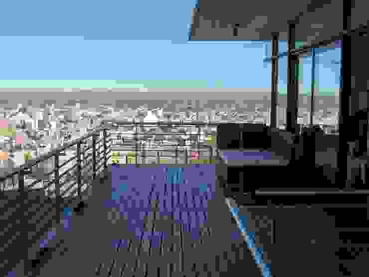 Casa en Barrio Gamma Balcones y terrazas modernos: Ideas, imágenes y decoración de aercole Moderno