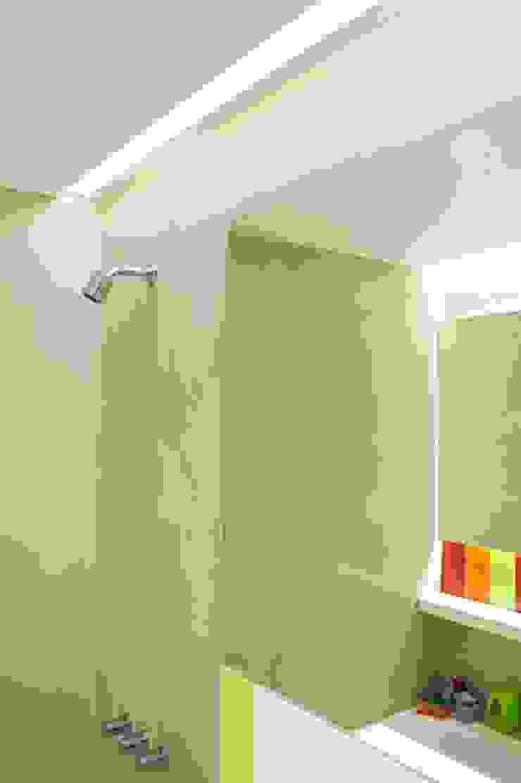 Feller Herc Arquitectura Modern style bathrooms