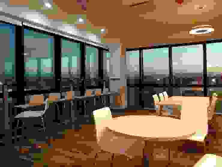 Oficinas Corporativas Oficinas y comercios de estilo moderno de Construye Todo Moderno