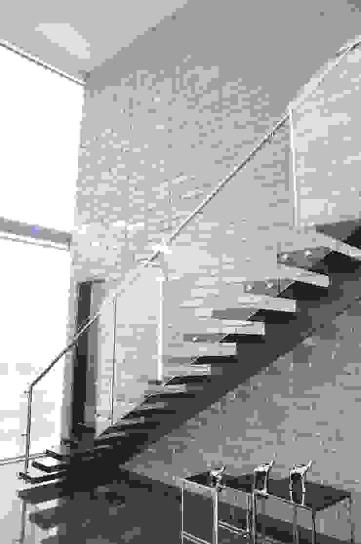 Pasillos, vestíbulos y escaleras de estilo moderno de Decoespacios Moderno