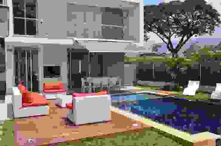 Jardines de estilo moderno de Decoespacios Moderno