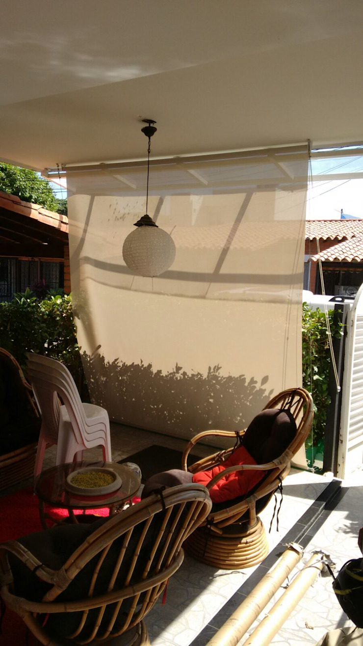 Balcones y terrazas de estilo moderno de Decoespacios Moderno