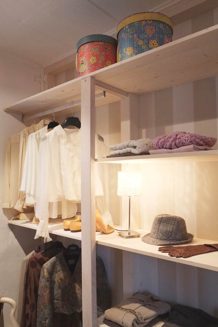 Scandinavian style dressing room by Contesini Studio & Bottega Scandinavian Solid Wood Multicolored