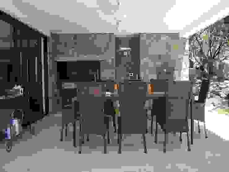 Modern dining room by Estudio Monica Fiore Modern