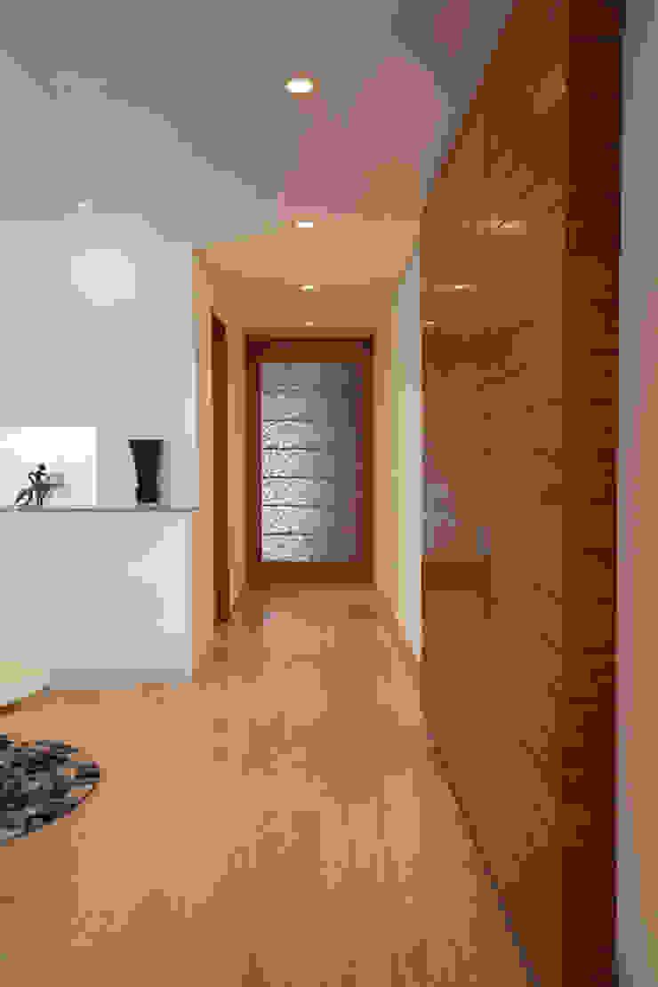 모던스타일 복도, 현관 & 계단 by ARCO Arquitectura Contemporánea 모던