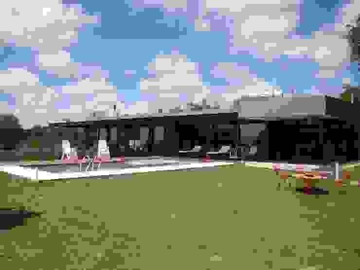 Port Ligat Jardines modernos: Ideas, imágenes y decoración de Estudio Monica Fiore Moderno