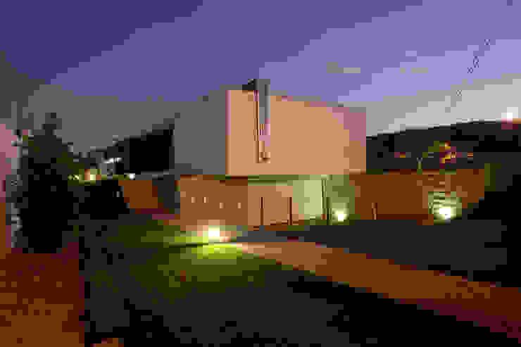 Modern home by aaph, arquitectos lda. Modern