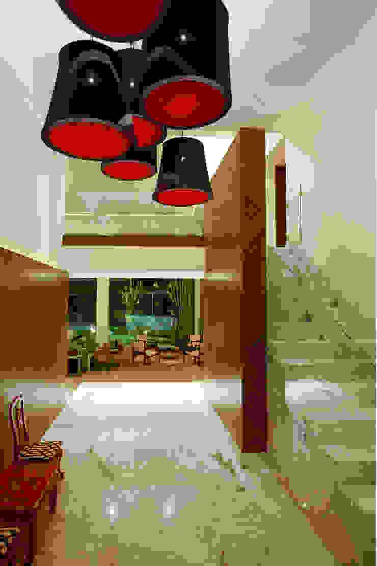 Casa LC Pasillos, vestíbulos y escaleras modernos de ARCO Arquitectura Contemporánea Moderno