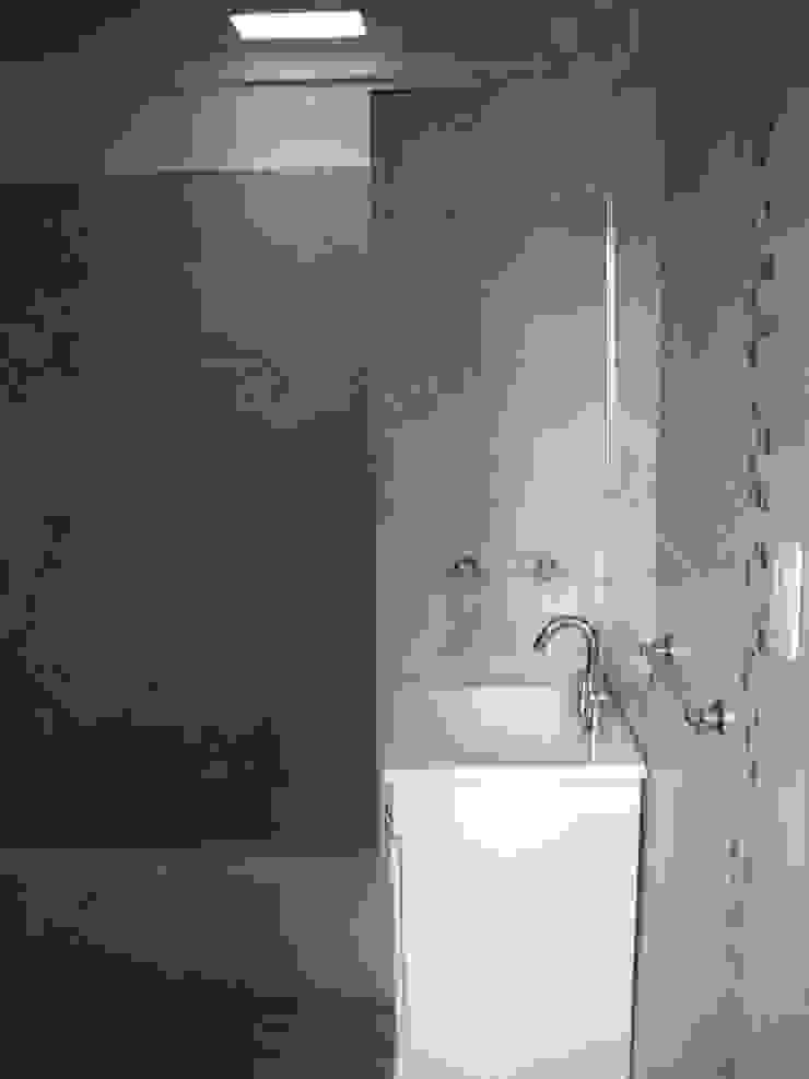 Nowoczesna łazienka od Arquitectura IPC Nowoczesny