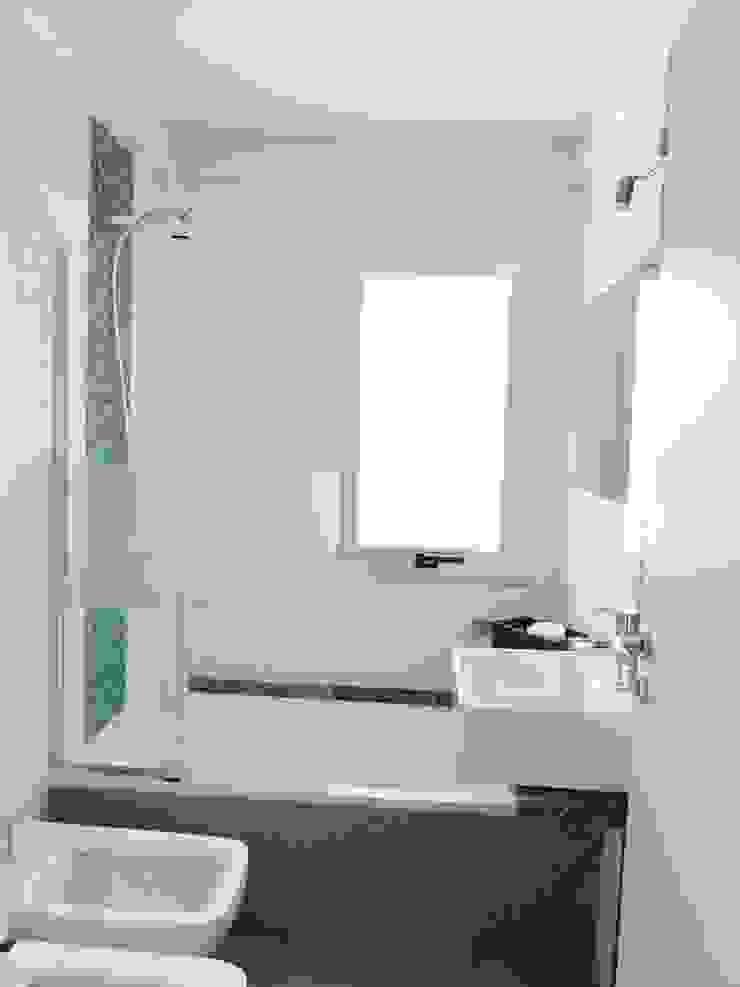 Modern bathroom by Vy Interior Design Modern