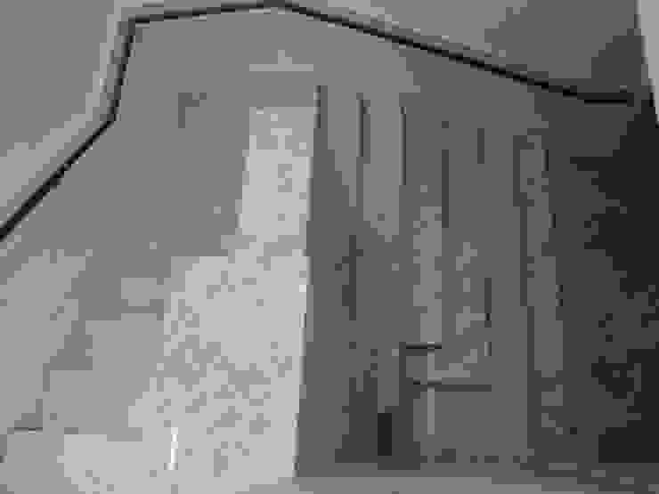 Trabajos Pasillos, vestíbulos y escaleras de estilo moderno de ramirez+ramirez arquitectos Moderno