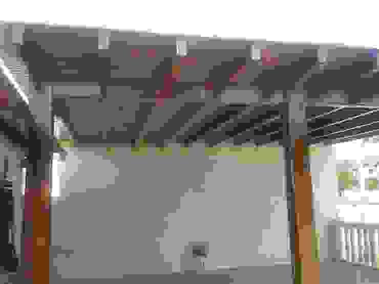 Balcones y terrazas modernos de cocina Shay Moderno