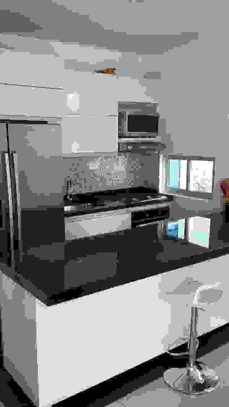 Meson isla de cocina Cocinas modernas de Diseños & cocinas integrales - Divicocinas Moderno