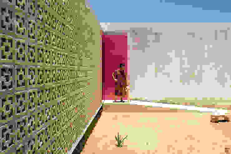 Casas modernas: Ideas, imágenes y decoración de TACO Taller de Arquitectura Contextual Moderno
