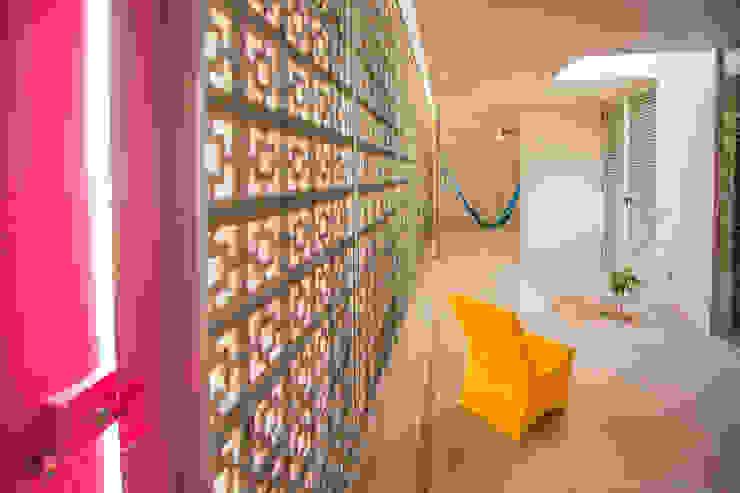 Balcones y terrazas modernos: Ideas, imágenes y decoración de TACO Taller de Arquitectura Contextual Moderno