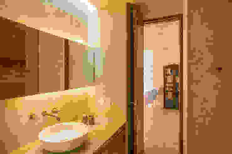 Bagno moderno di TACO Taller de Arquitectura Contextual Moderno
