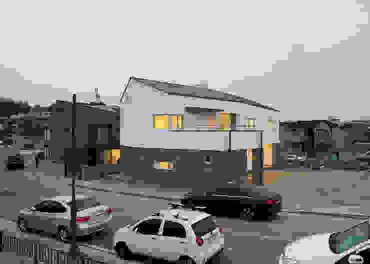 외부전경2 모던스타일 주택 by IDÉEAA _ 이데아키텍츠 모던