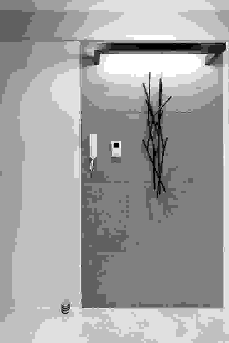 Apartament Rzeszów Nowoczesny korytarz, przedpokój i schody od Leo Minor Nowoczesny