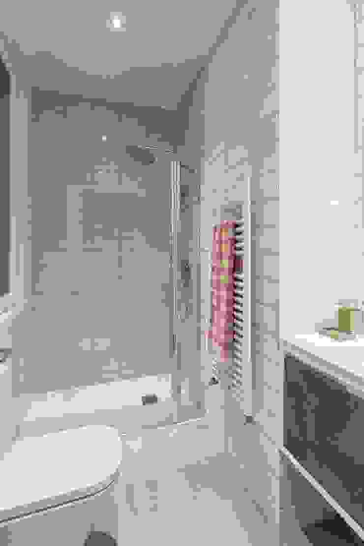 Modern bathroom by GESTION INTEGRAL DE PROYECTOS DEL NOROESTE S.L. Modern