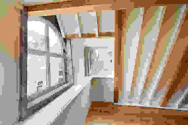 Bergstraat - zolder Eclectische slaapkamers van Architectenbureau Vroom Eclectisch