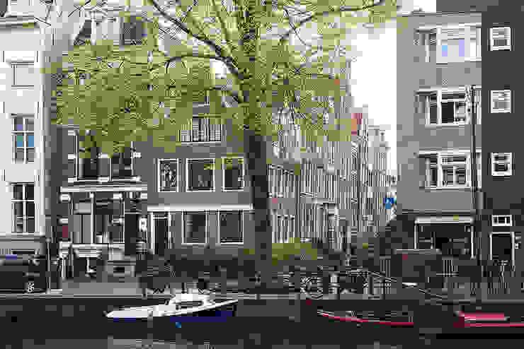 Hoek Herengracht en Bergstraat Eclectische huizen van Architectenbureau Vroom Eclectisch