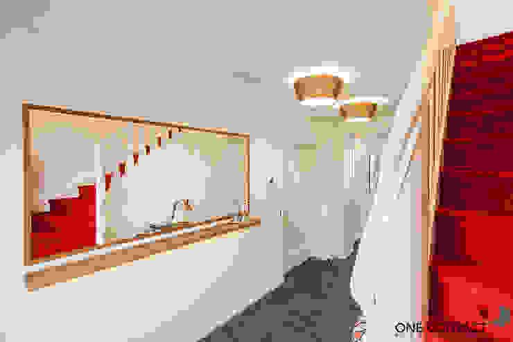 ONE!CONTACT - Planungsbüro GmbH Pasillos, vestíbulos y escaleras modernos Blanco