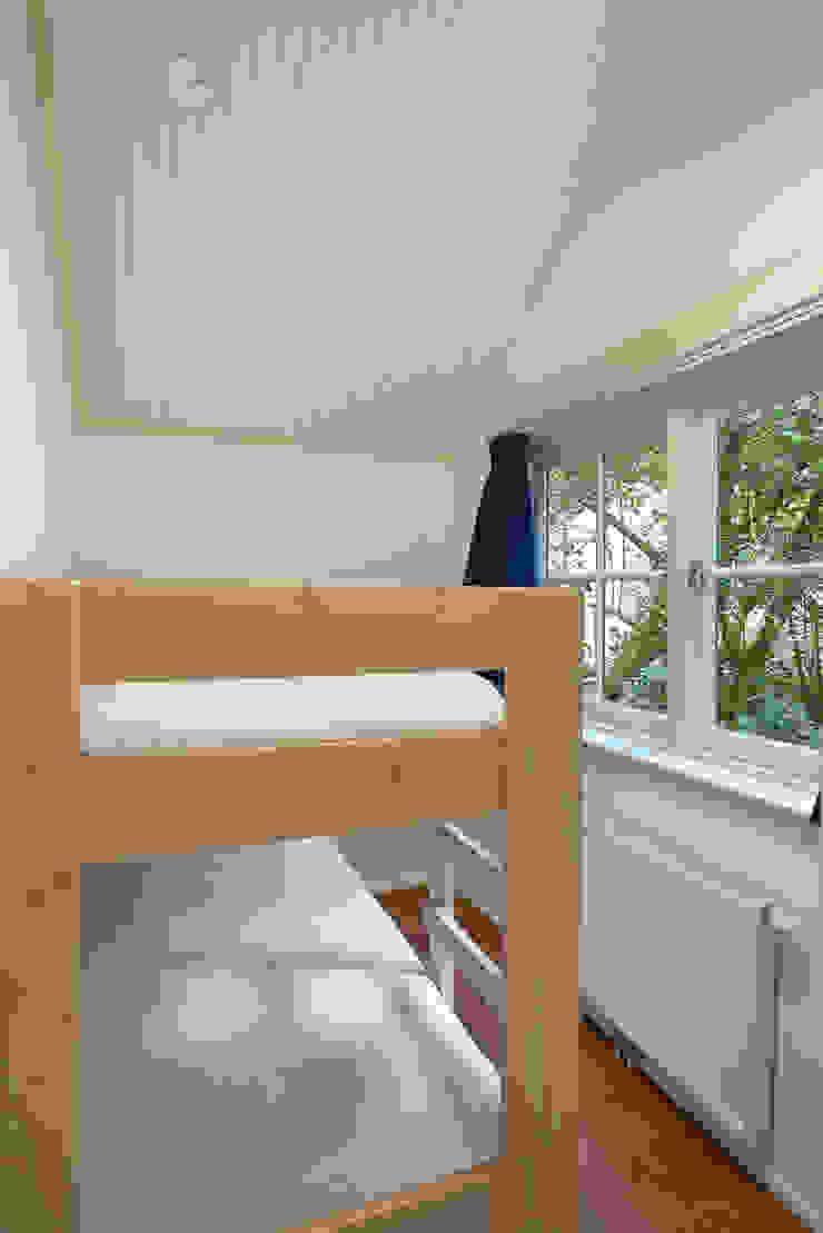 Architectenbureau Vroom Country style bedroom
