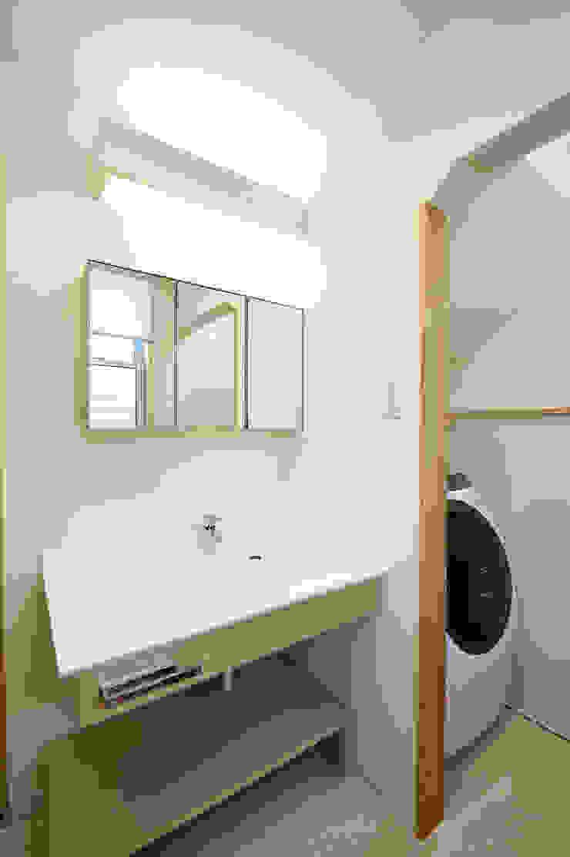 アウトリビングのある家 モダンスタイルの お風呂 の 青木建築設計事務所 モダン