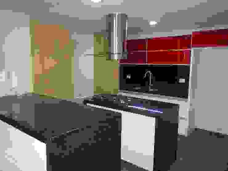 REMODELACION APTO 101 CR TORRES DEL PRADO Cocinas modernas de ARQUITECTONI-K Diseño + Construcción SAS Moderno