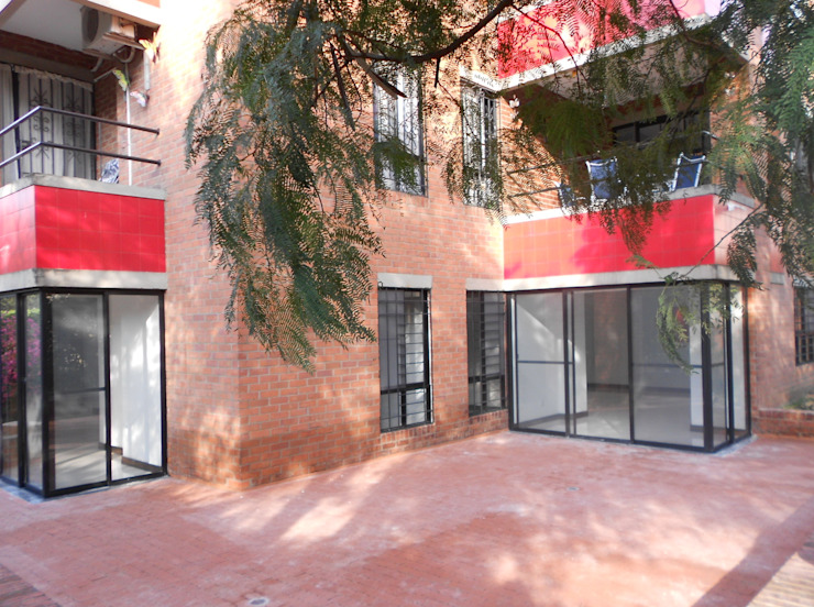 REMODELACION APTO 101 CR TORRES DEL PRADO Balcones y terrazas de estilo moderno de ARQUITECTONI-K Diseño + Construcción SAS Moderno