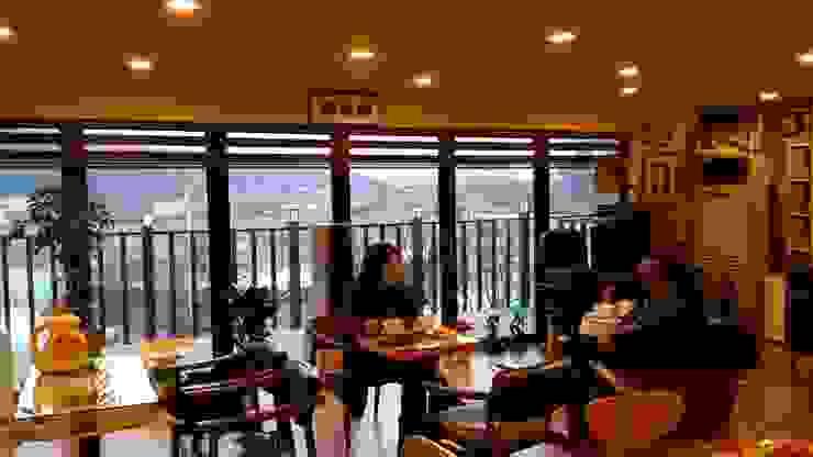 Phòng học/văn phòng phong cách hiện đại bởi 신짱 칼라하우스 Hiện đại