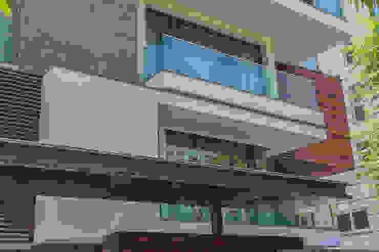 45 PURVI MARG APARTMENT Modern balcony, veranda & terrace by dada partners Modern
