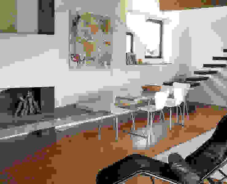 Fienile in Toscana Soggiorno moderno di Studio Sarpi Moderno