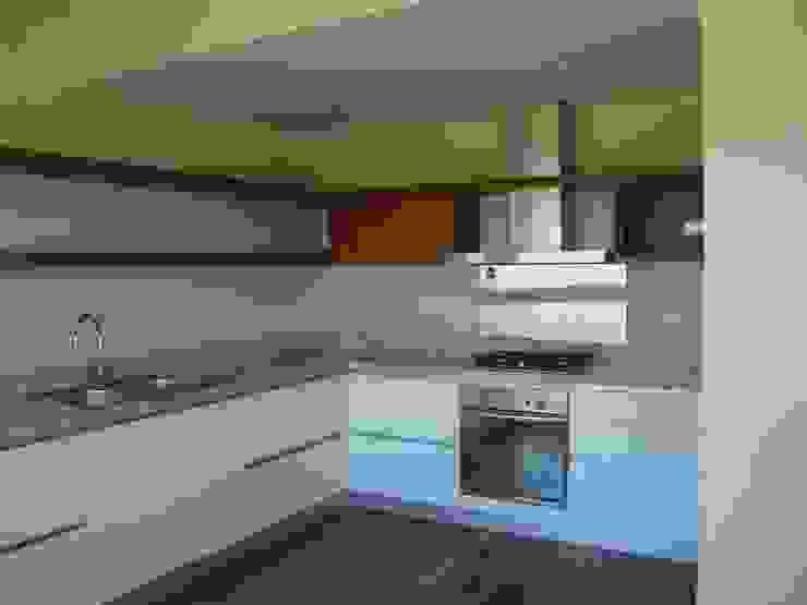Modern kitchen by Hargain Oneto Arquitectas Modern Wood Wood effect
