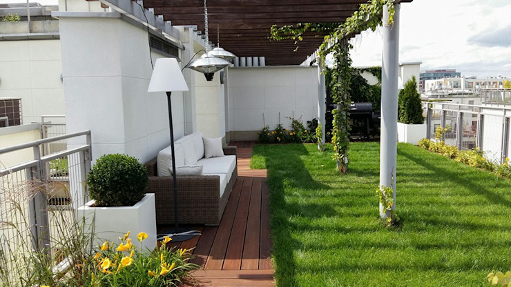 Ogrodowa Sceneria Modern style balcony, porch & terrace